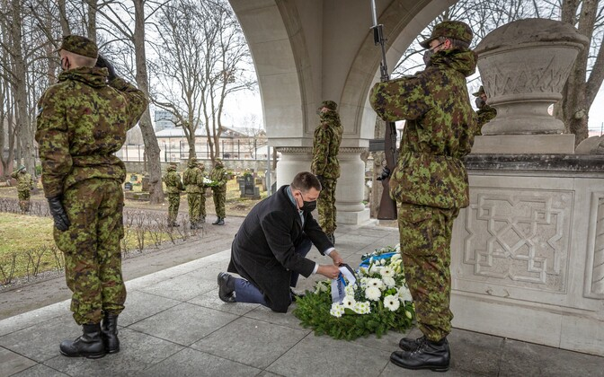 Jüri Ratas at the EDF cemetery Monday.