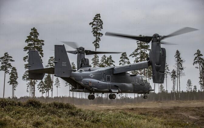 USA kaldrootoriga multifunktsionaalne õhuvahend CV-22B Osprey keskpolügoonil.