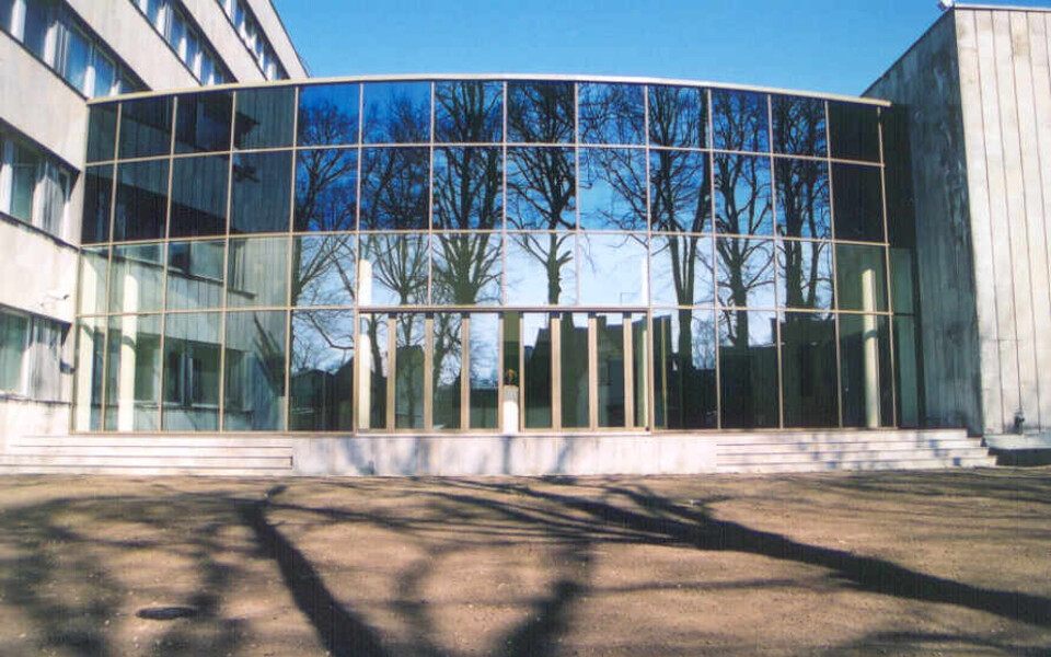 Pärnu Uue Kunsti Muuseumi endine hoone. Muuseum peatub ajutiselt Rüütli tänava pangahoone 2. korrusel.