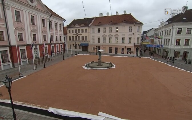 Ice rink at Tartu Town Hall Square.