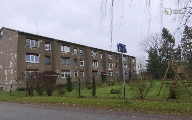 Вильяндиской волости предстоит решить, кто станет новым владельцем четырехкомнатной квартиры.