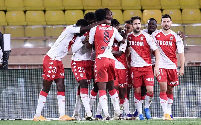 Monaco klubi mängijad tähistamas võiduväravat.