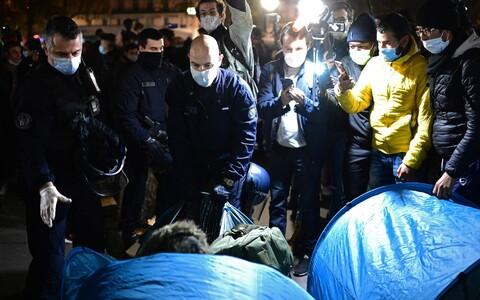 Полиция разогнала лагерь беженцев в Париже.