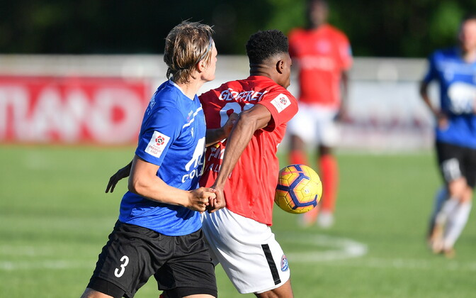 JK Tallinna Kalev (in blue) and JK Narva Trans match in progress.