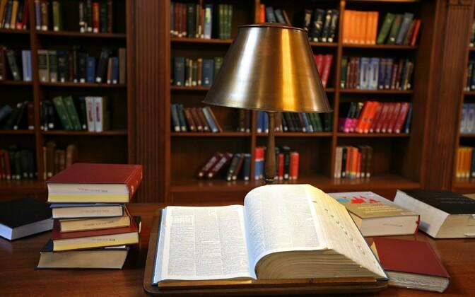 Tüüpilise 5000 sõnast koosneva teadusartikli sisu esitatakse 21-sõnalise destillaadina.