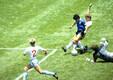 Diego Maradona löömas Inglismaale väravat