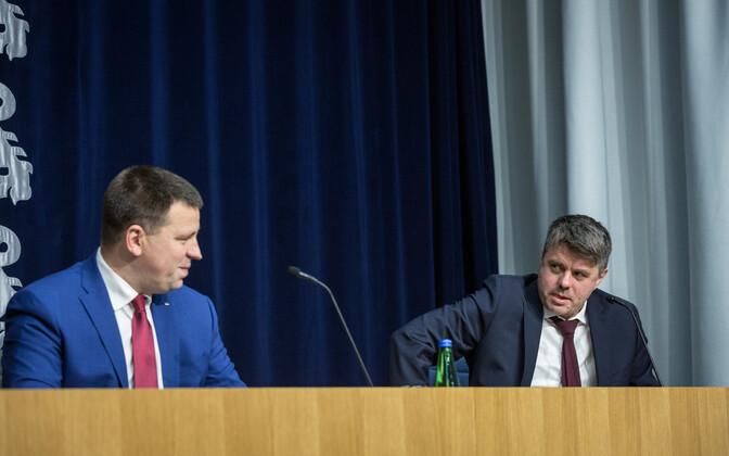 Jüri Ratas ja Urmas Reinsalu valitsuse pressikonverentsil ministeeriumide ühishoones.