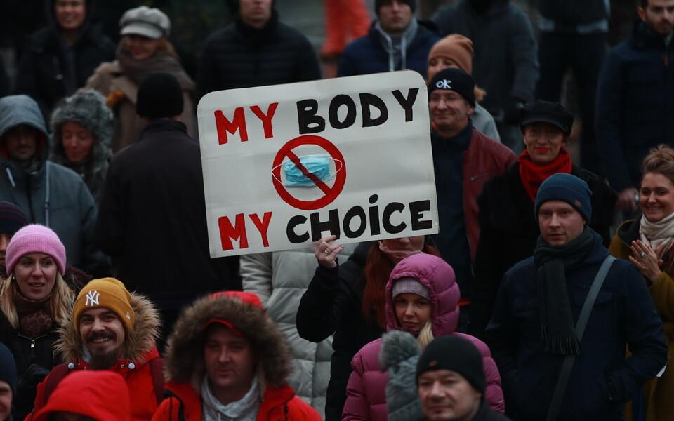 В Таллинне прошла демонстрация против ношения масок.