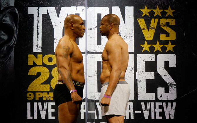 Mike Tyson ja Roy Jones Jr matšieelsel kaalumisel.