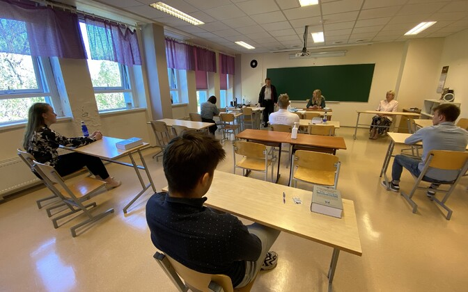 Students taking the Estonian exam.