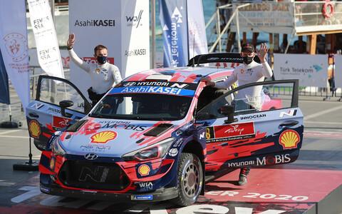 Ott Tänak and Martin Järveoja with the Hyundai i20.