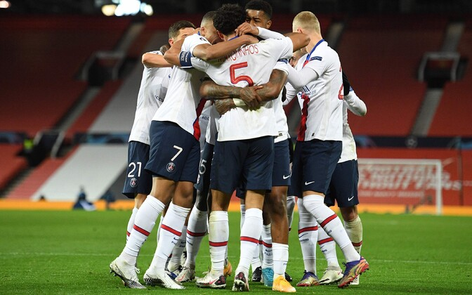 PSG mängijad väravat tähistamas