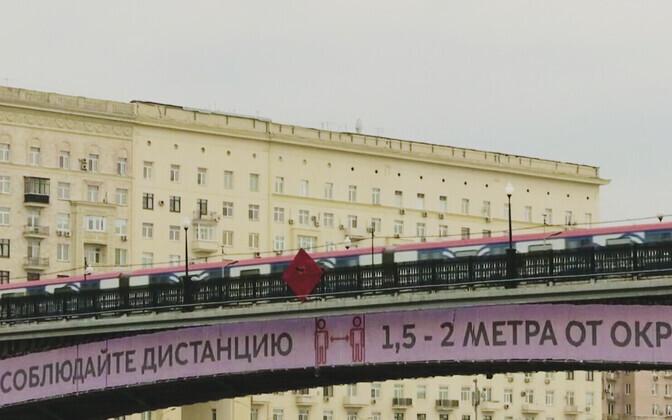 Призывы соблюдать дистанцию в Москве.