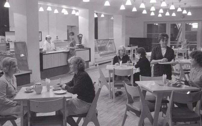 """Кафе """"Леэло"""" во Дворце культуры имени Я. Томпа, 1965 год."""