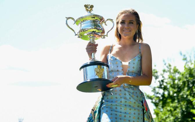 Sofia Kenin Austraalia lahtiste trofeega