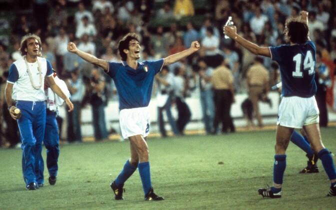Paolo Rossi (keskel) 1982. aasta MM-il
