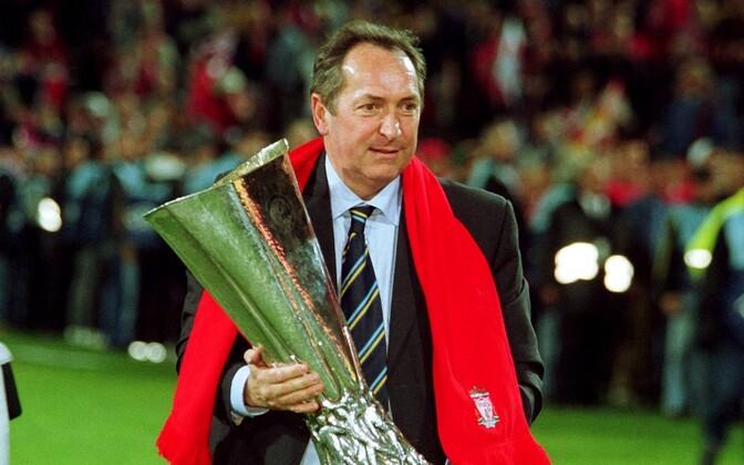 Жерар Улье с Кубком УЕФА-2001.