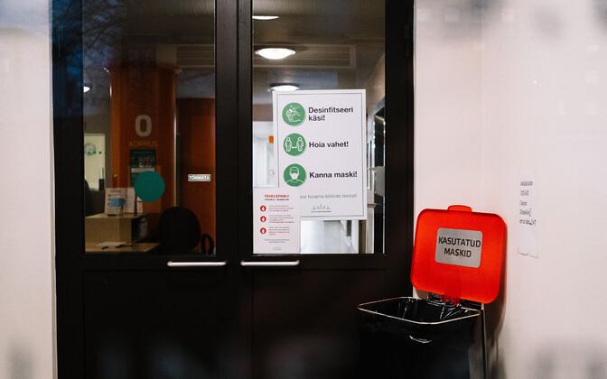 Coronavirus restriction signs at East Tallinn Central Hospital.