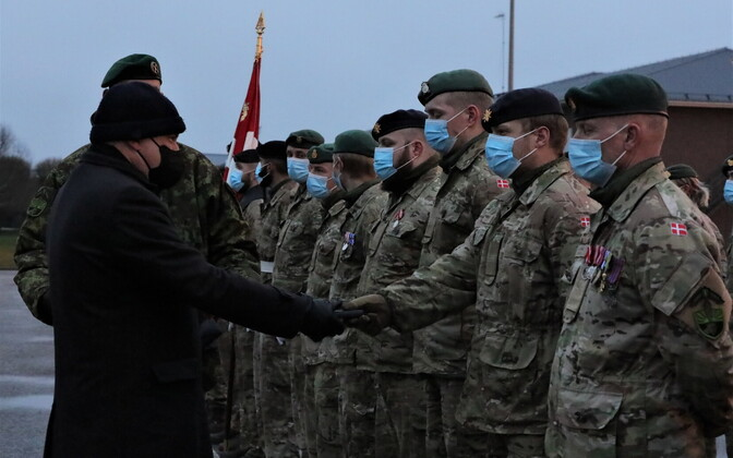 Defense minister Jüri Luik presenting the outgoing Danish personnel with their mission medals at Tapa on Monday.