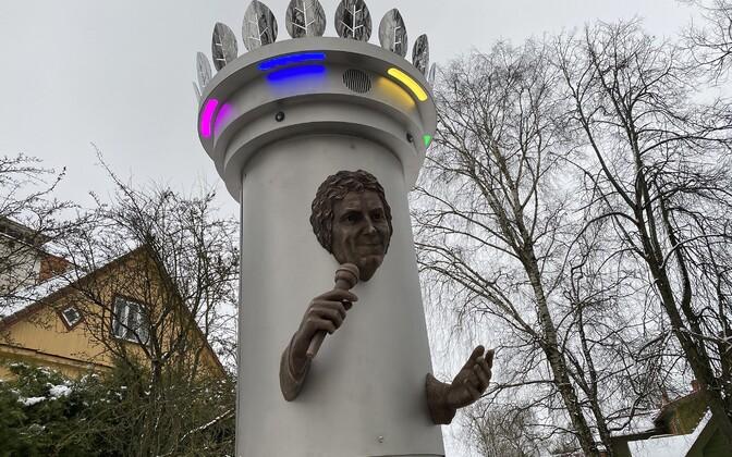 Установка памятника Яаку Йоале в Вильянди. Скульптор Мати Кармин.