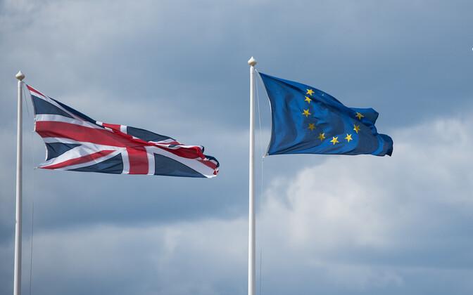 Флаги Британии и ЕС.