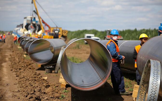 Töölised Turkstreami gaasijuhtme ehitusel Letnitsas Bulgaarias Serbia presidendi Aleksandar Vucici ja Bulgaaria presidendi Boiko Borissovi külaskäigu eel