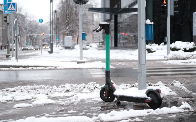 Электросамокаты на улицах Таллинна.