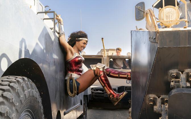 Wonder Woman (Gal Gadot).