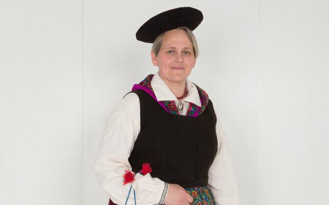 Aire Seene's folk costume.