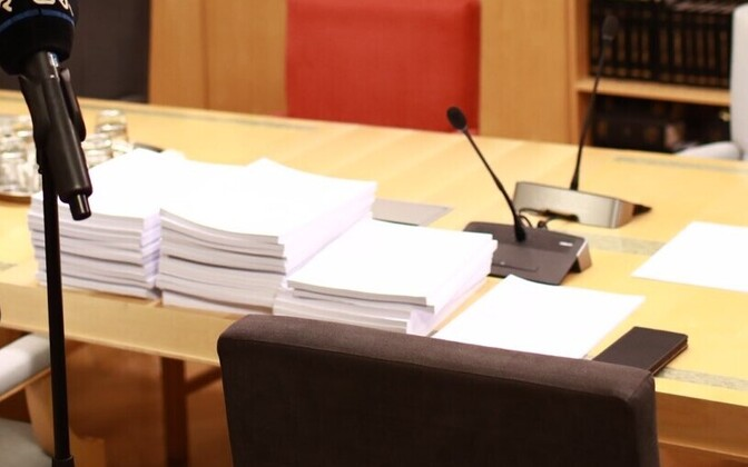 Proposals to amend the marriage referendum draft resolution on the desk of the Riigikogu Constitutional Committee.