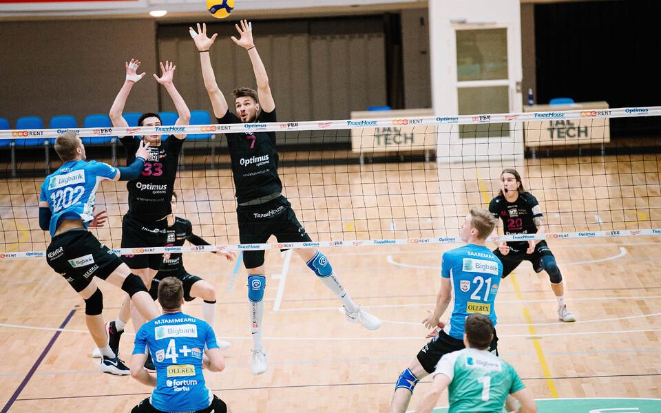 TalTechi ja Tartu Bigbanki võistkonnad võrkpalli karikavõistluste poolfinaalis