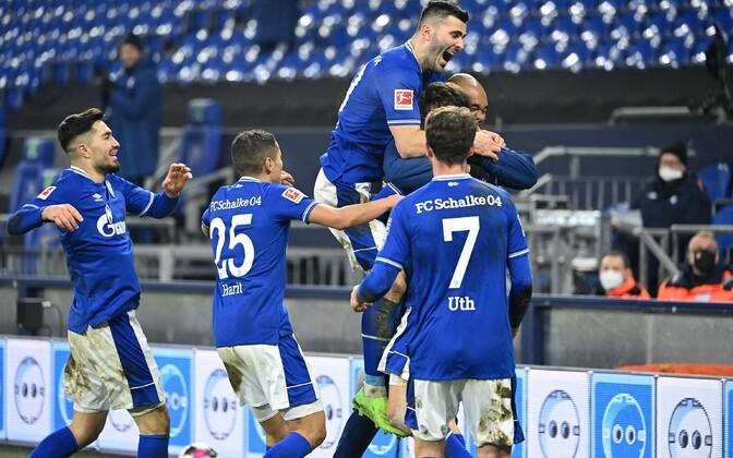 Schalke pääses laupäevase võidumängu järel negatiivsest Bundesliga rekordist