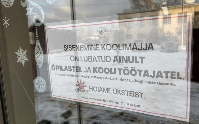 A sign on a school door saying only students and school staff are allowed to enter the school.