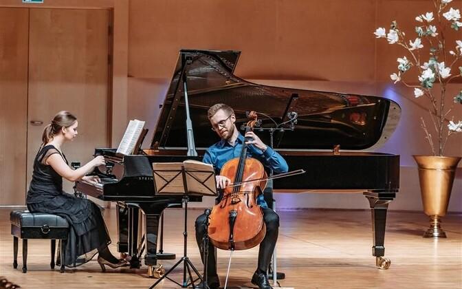 """Theodor Sink tšellol ja Kristi Kapten klaveril esitasid festivalil """"Beethoven"""" maitsekalt tšellosonaadi nr 3 A-duur op. 69. Theodor Sink pälvis interpreetide liidu välja antud aasta interpreedi preemia."""