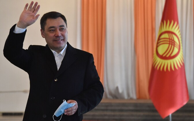 Sadõr Džaparov hääletamas.
