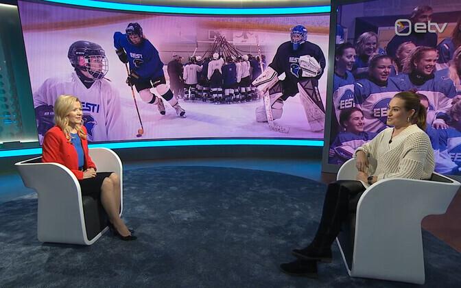 Women's national hockey team manager Katrin Talvak (right) speaking to ETV's sports reporter Anu Säärits.