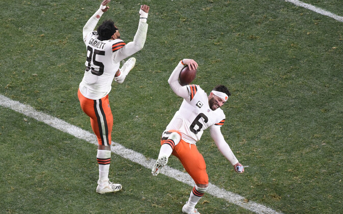 Cleveland Brownsi mängumehed Myles Garrett (#95) ja Baker Mayfield (#6) tähistamas Clevelandi esimest play-off võitu alates aastast 1994.