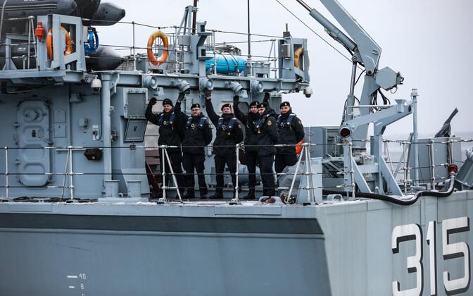 Crew of the Ugandi leaving Tallinn.