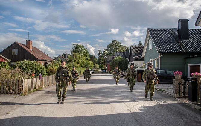Rootsi sõdurid õppusel Gotlandi saare ühes külas.