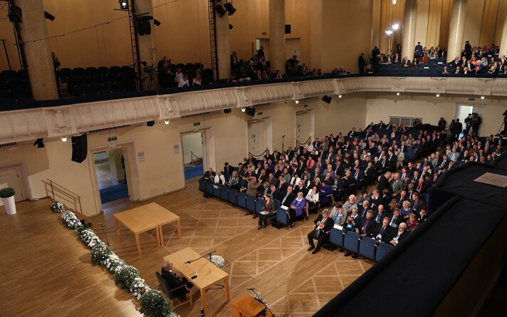 Valimiskogu liikmed Estonia kontserdisaalis 2016. aasta septembris.