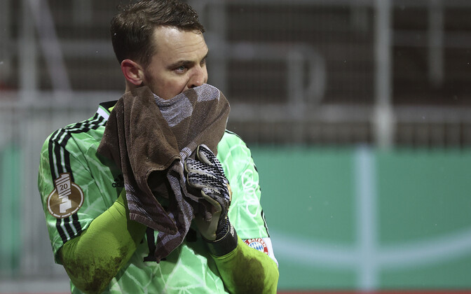 Müncheni Bayerni väravavaht Manuel Neuer on kaotuse üle nördinud