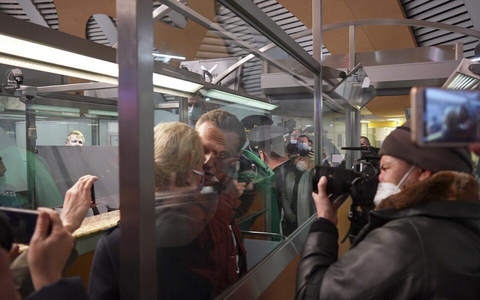 Алексей Навальный со своей женой перед задержанием.