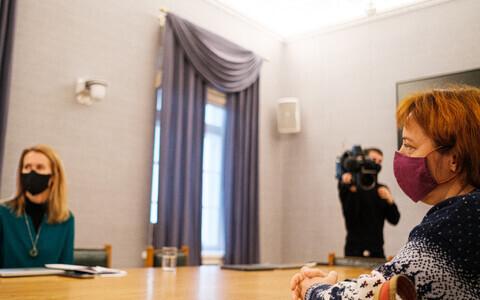 В понедельник переговоры Партии реформ и Центристской партии продолжились.