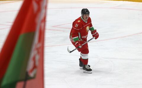 Valgevene president Aleksandr Lukašenko riigi jäähokikoondise vormis