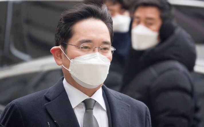 Ли Джэён направляется на судебное слушание.