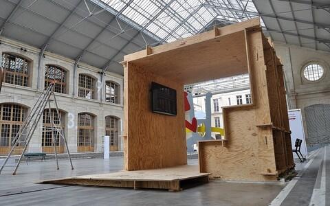 Üks näide toimivast avatud ehitussüsteemist on 2011. aastal Ühendkuningriigis alguse saanud Vikimaja projekt.