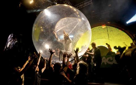Flaming Lipsi solist Wayne Coyne 2020. aastal Glastonbury festivalil