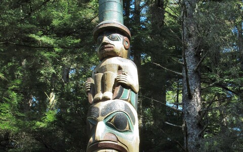 Tlingitite tootemisammas Sitka rahvuspargis Alaskal.