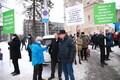 SAPTK-i pikett Toompuiesteel kapo maja vastas Kaabuga Kalle Grünthal, sinise jopega Paul Puustusmaa.