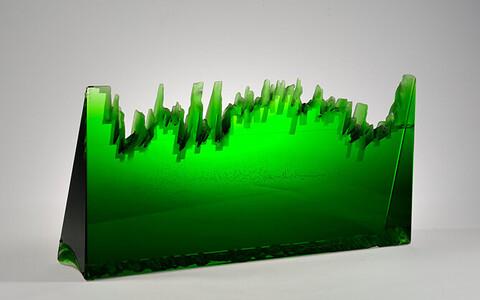 """Objekt """"Roheline muru"""". 2013. Monoliitklaas, liimimine, lihvimine, lõikamine, liivsöövitus"""